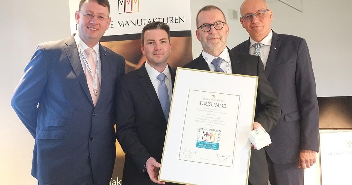 Freuen sich über die Auszeichnung: Inhaber Wolfgang Fischer (2. v. r.) und Sohn Sebastian Fischer (2. v. l.).