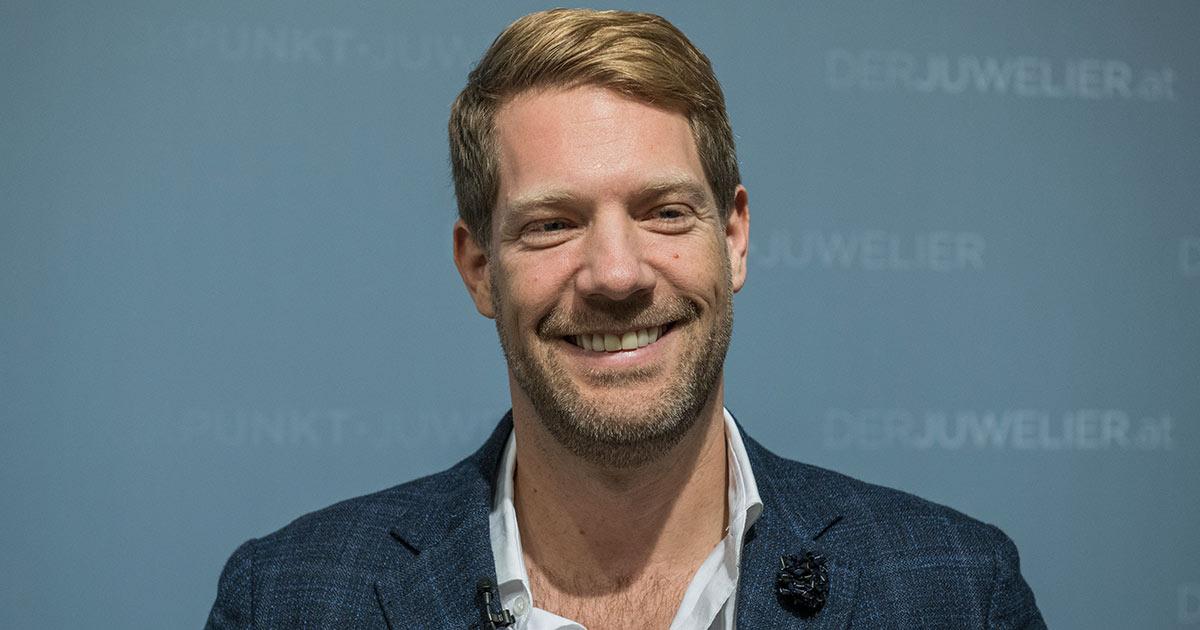 Daniel Krämer von der Amor Group freut sich über die neue Marke Joop! in seinem Portfolio.