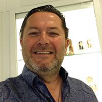 Volker Schmidt Juwelier über Aussenvitrinen