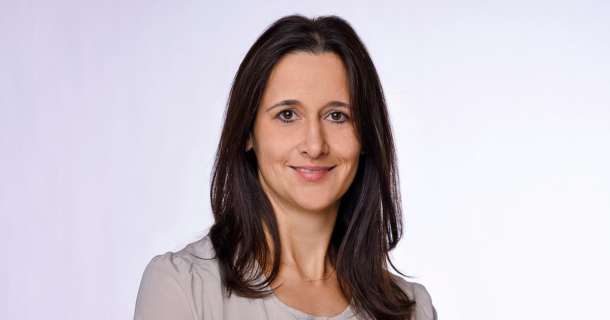 Michaela Herrmann von der TeamBank erklärt das Konzept ratenkauf by easyCredit.