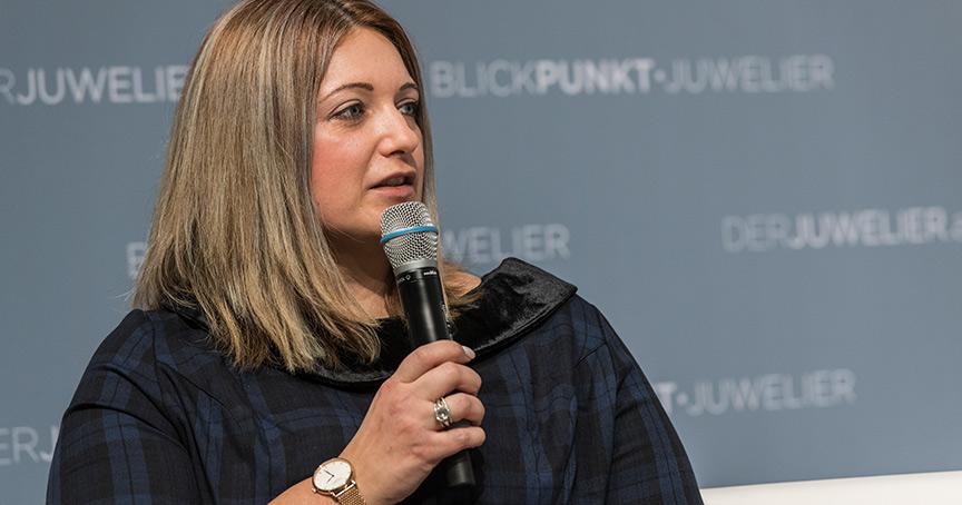 Eva-Maria Verheugen vereint in ihrer Verbundgruppe Mic Aurum Print und Online. Wie das geht, verrät sie im Interview.