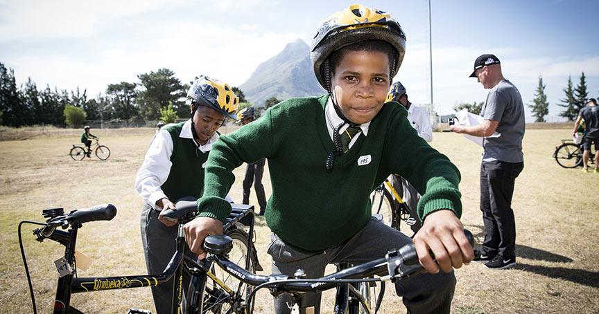 Breitling unterstützt mit einem Charity-Event die südafrikanische Organisation Qhubeka, die Kindern Fahrräder zur Verfügung stellt.