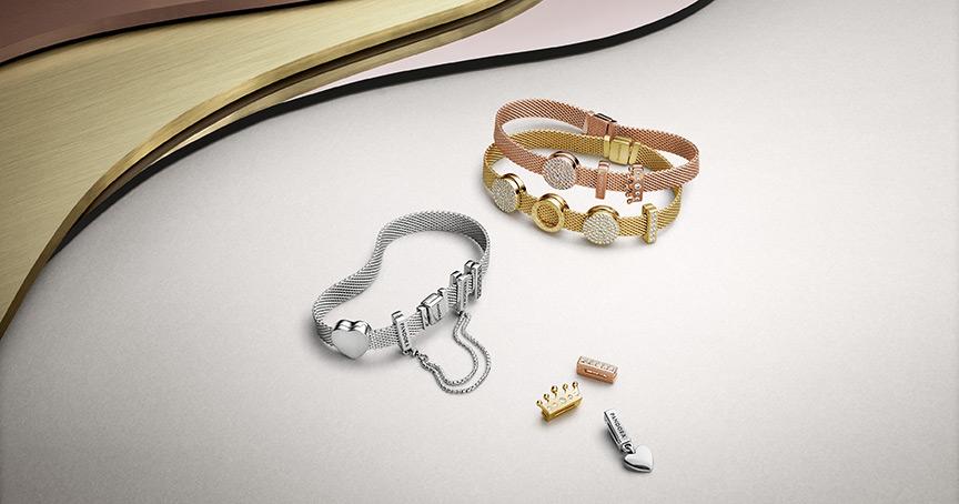 """Sieht schön aus, gibt es aber leider nicht beim Juwelier: Pandoras neue Armband-Kollektion """"Reflexions"""" gibt es ab sofort in den eigenen Pandora-Geschäften und dem Online-Shop zu kaufen."""