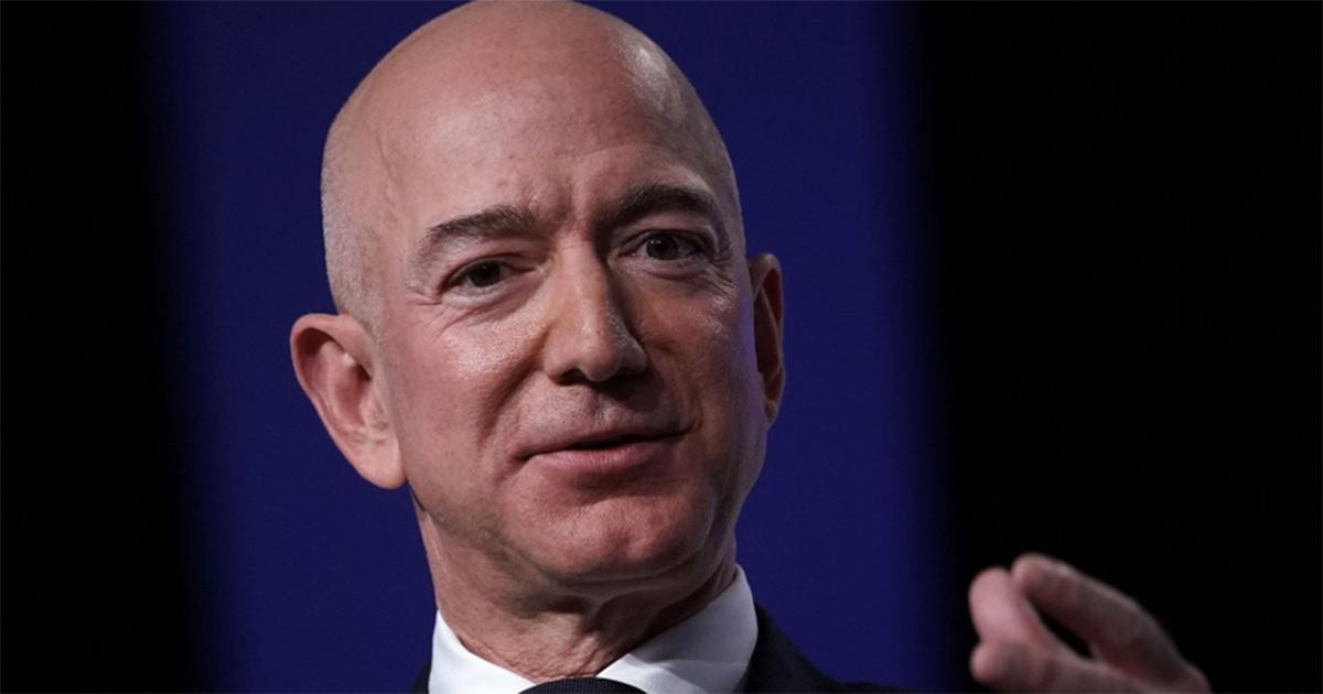 Jeff Bezos ist CEO von Amazon und der reichste Mann der Welt.
