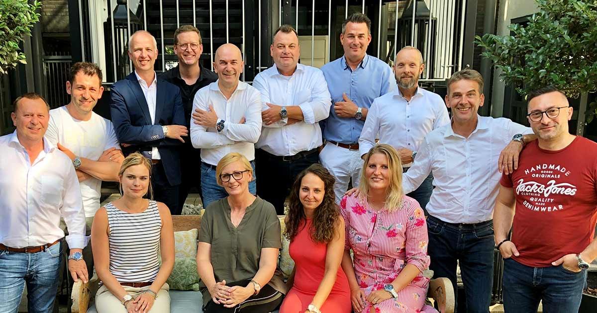 Ice-Watch hat eine neue Vertriebslösung für Deutschland gefunden. Das Foto zeigt in der Mitte den Gründer der Marke Jean-Pierre Lutgen, links daneben Daniel Friede (schwarzes Hemd), rechts Matthias Zarbock.