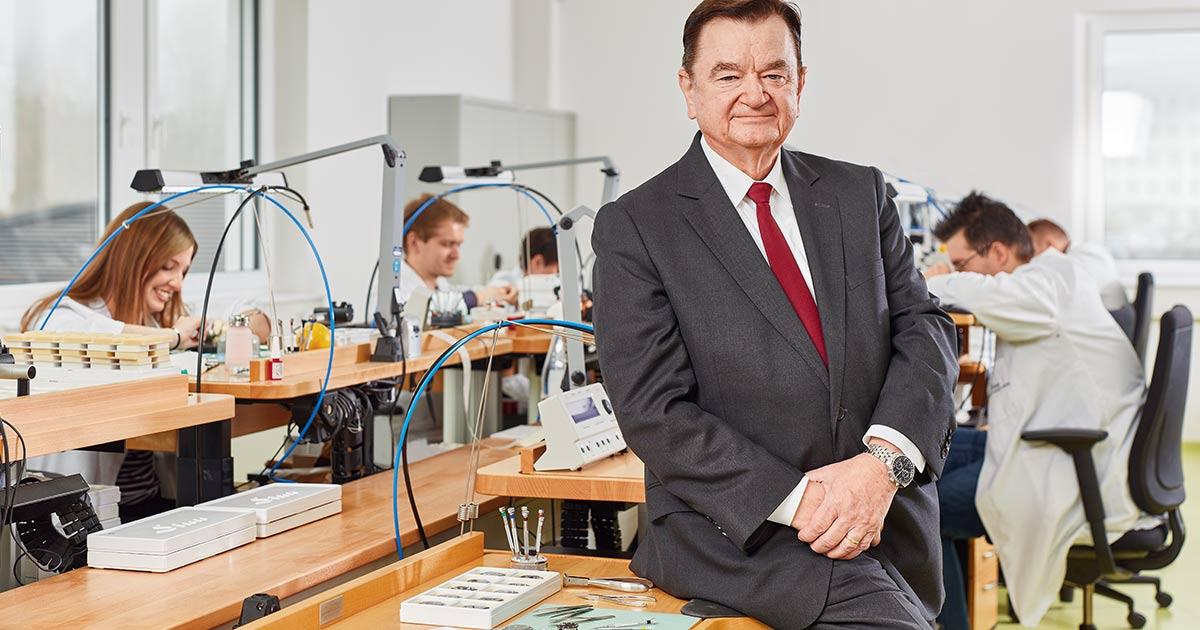 Vor genau 25 Jahren hat Lothar Schmidt Sinn Spezialuhren gekauft und seither konsequent weiter entwickelt.