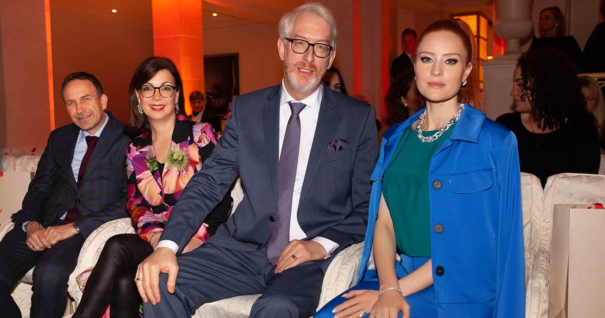 Jörg Gellner, Silke Leicht, Georg Leicht und Topmodel Barbara Meier (v.li.) bei der Show von Anja Gockel im Hotel Adlon.