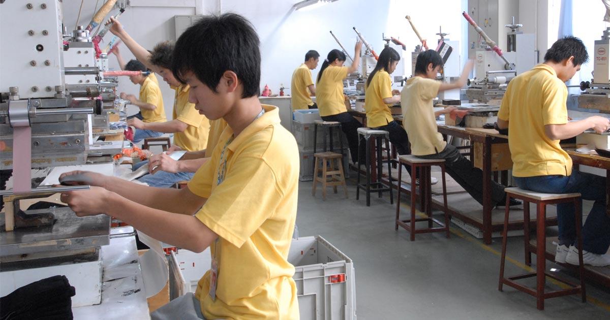 Verpackungs-Spezialist CH. Dahlinger hat seine Produktion seit 2002 nach China verlegt. Mittlerweile läuft wieder alles auf Hochtouren.