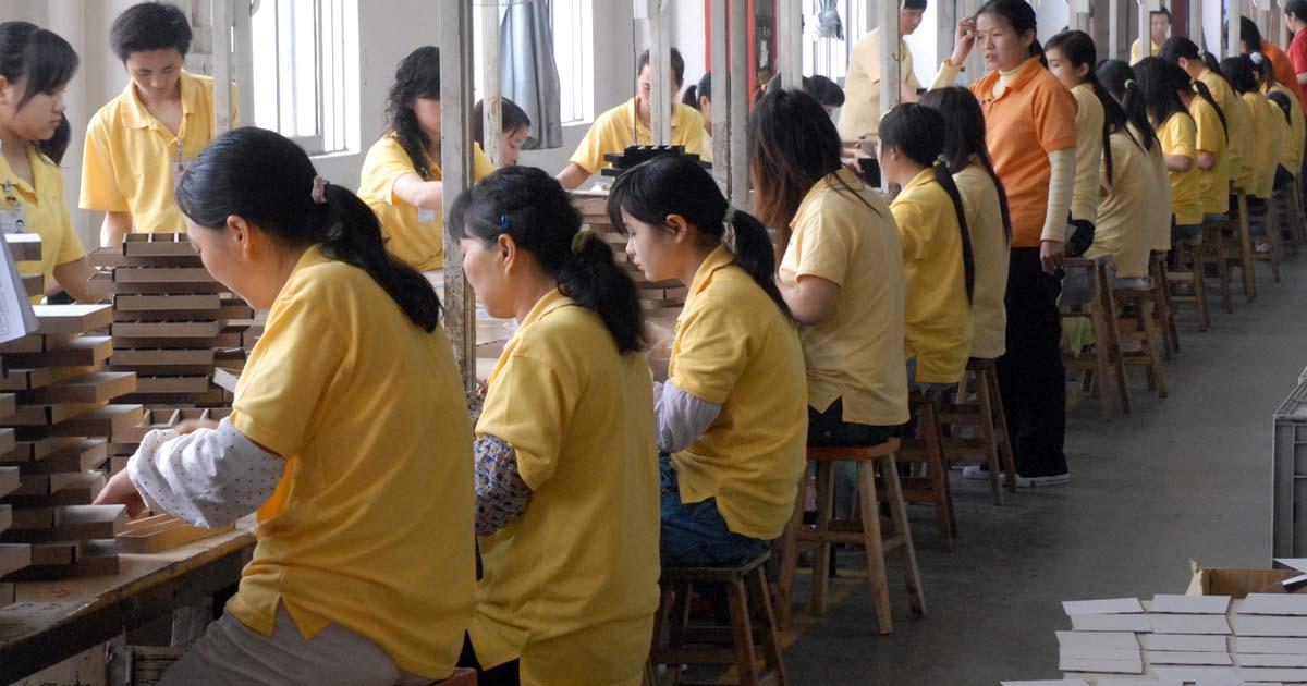Auch in der Region Wuhan ist die Arbeit wieder komplett aufgenommen worden. Die Fotos entstanden vor Corona, heute tragen alle Mitarbeiter Masken.