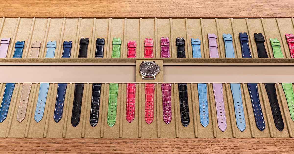 Hier können die Besucher ihre Uhren mit Bändern in verschiedenen Farben und Materialien kombinieren.