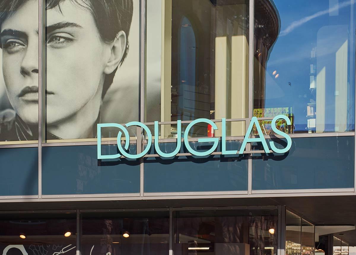 Douglas schließt viele Filialen. (Credit: C. Nass / Shutterstock.com)