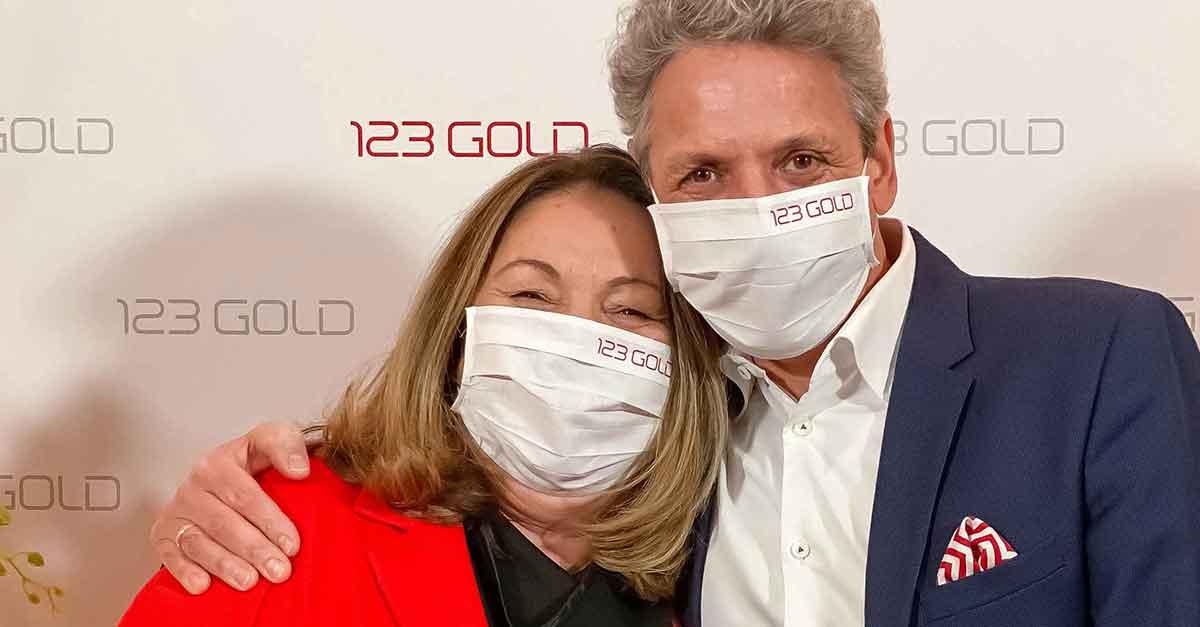 Der neue 123 Gold-Geschäftsführer Peter Hensel mit Inhaberin Cornelia Kohaupt-Ionita