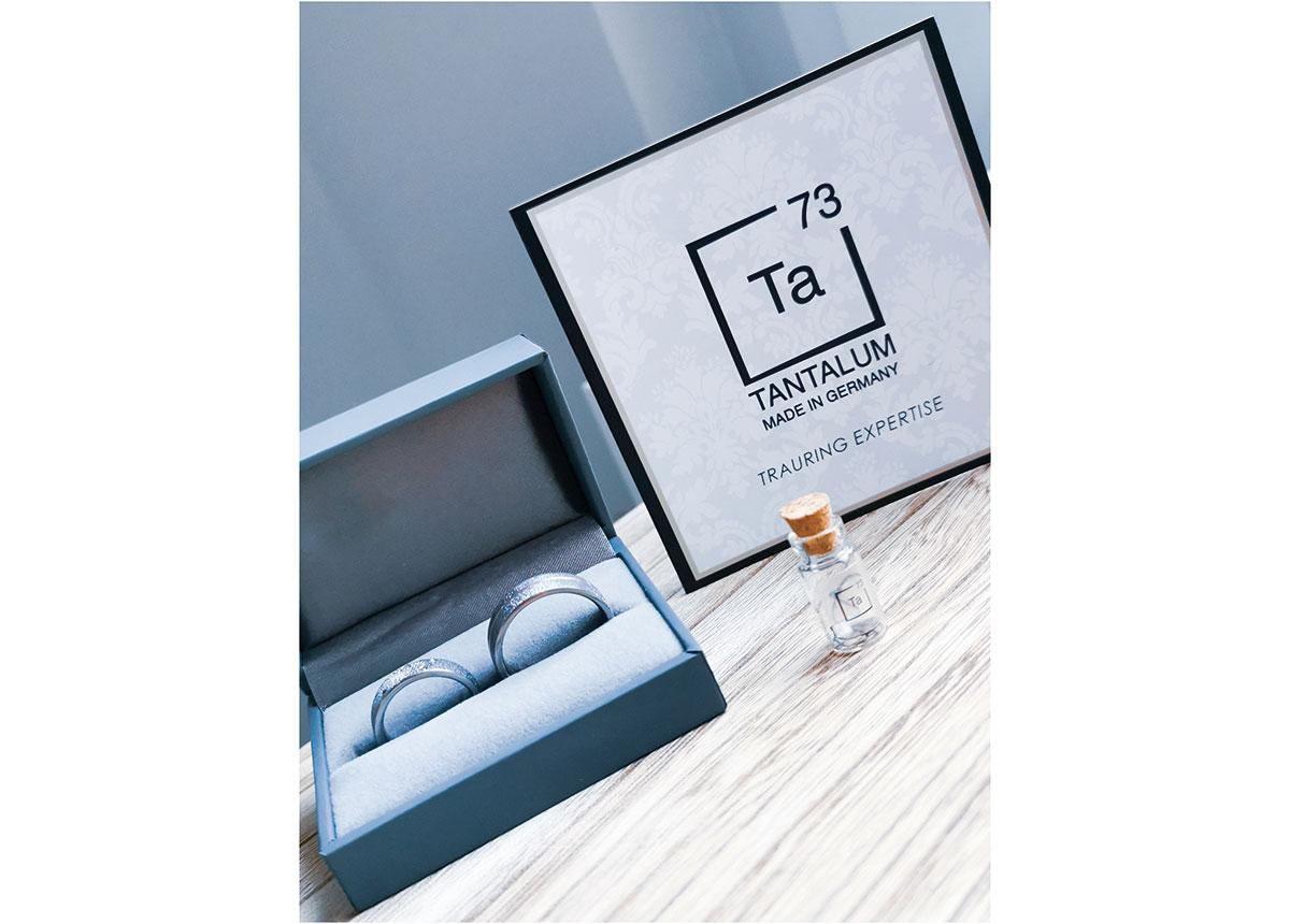 Trauringe von Tantalum sind immer etwas besonderes, denn jeder Ring wird in aufwändiger Handarbeit gefertigt.