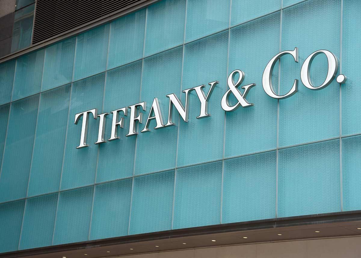 Edel-Juwelier Tiffany zeigt in Shanghai mehr als 500 edelste Schmuckstücke. (Credit: Worapas / Shutterstock.com)