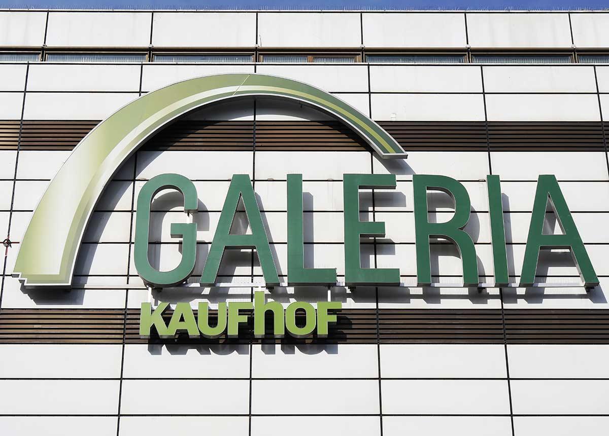 Galeria Karstadt Kaufhof hat zwei neue Positionen im Einkauf besetzt. (Credit: Axel Bueckert / Shutterstock.com)