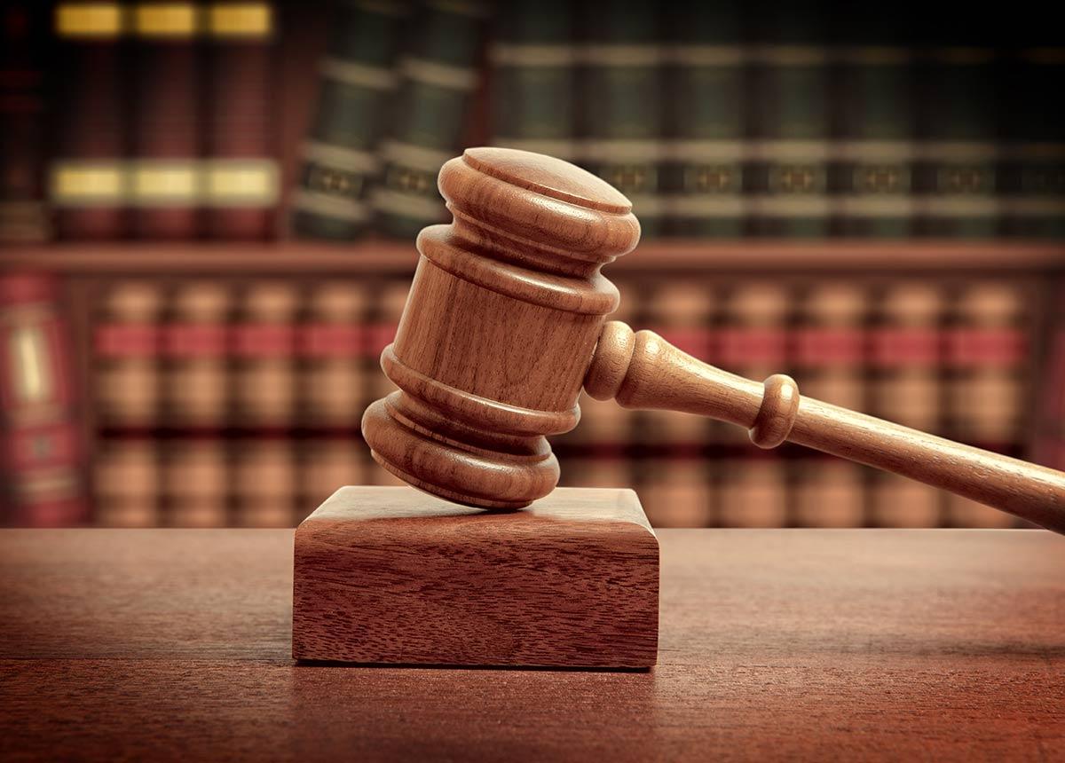 Der HDE hatte bereits vor einigen Wochen ein Rechtsgutachten der Kanzlei Noerr präsentiert, das die guten Erfolgsaussichten solcher Klagen belegt.(Credit: Andrey Burmakin / Shutterstock.com).