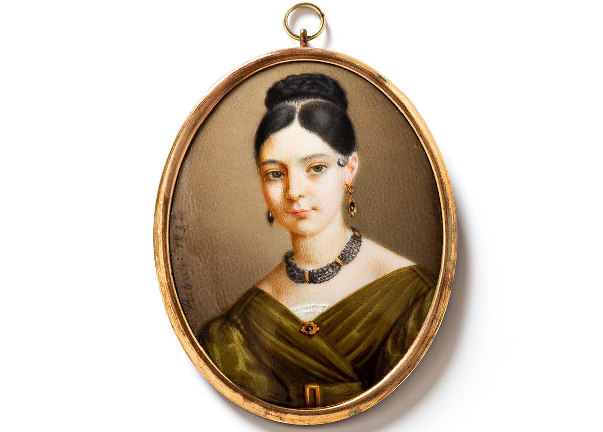 Porträtminiatur mit Brustbild von Mademoiselle Henriette Roth, der Gründerin des Emailmuseums in Genf. Emailfarben auf Porzellan Pierre Hébert 1834, Sammlung Klaus-Peter und Judith Thomé.