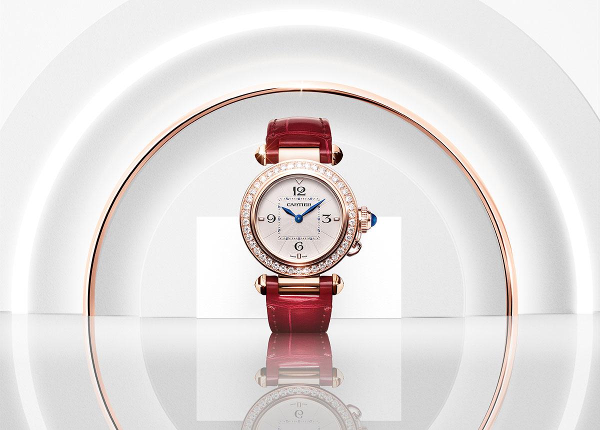 Das neue Pasha de Cartier Damenmodell ist eine feminine Schmuckuhr.
