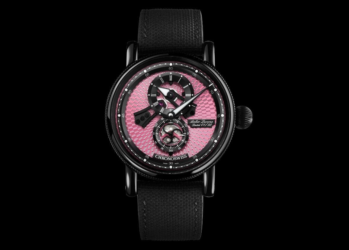 Handwerkskust vom Feinsten: der Flying Regulator Open Gear Pink Panther mit dem handgefertigten guillochierten Zifferblatt in leuchtendem Pink.