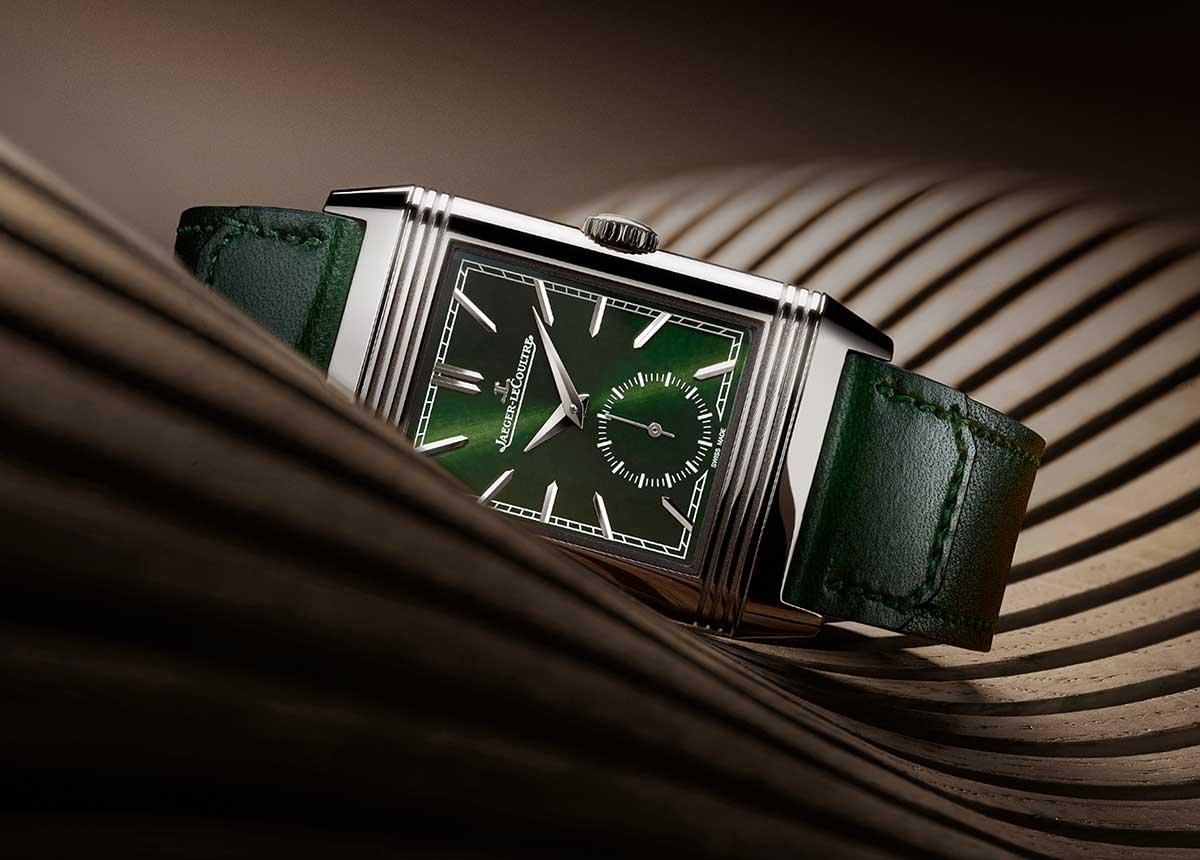 Die neue Jaeger-LeCoultre Reverso Tribute Small Seconds in Grün strahlt eine edle Eleganz aus.