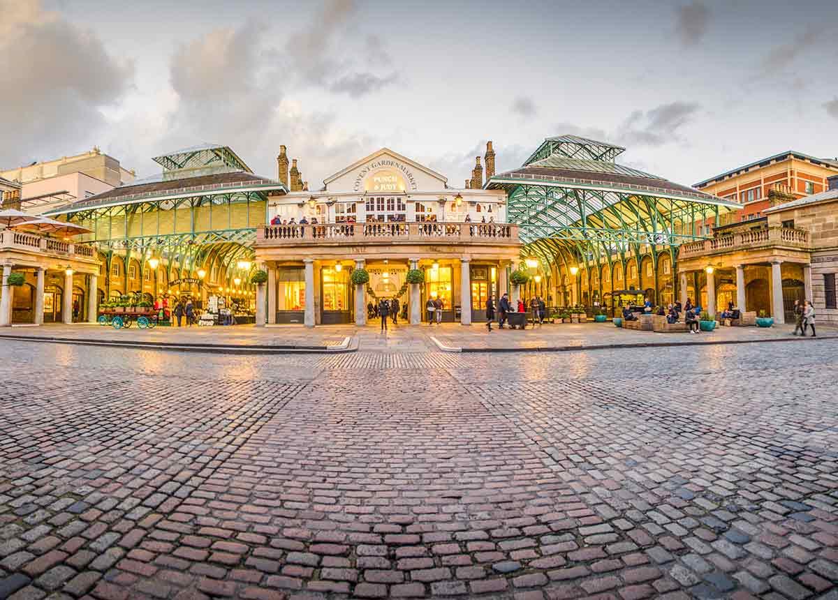 Der Standort Covent Garden in London ist normalerweise Treffpunkt für Touristen aus aller Welt. (Credit: Willy Barton / Shutterstock.com)