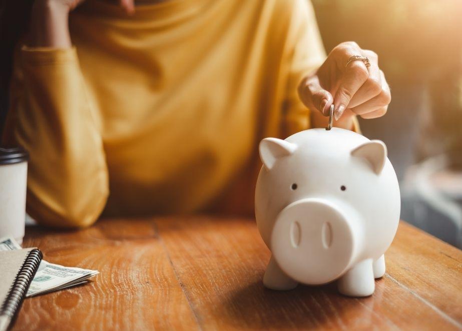 Im letzten Jahr fehlten den Konsumenten die Gelegenheiten Geld auszugeben. Das wollen sie jetzt nachholen.