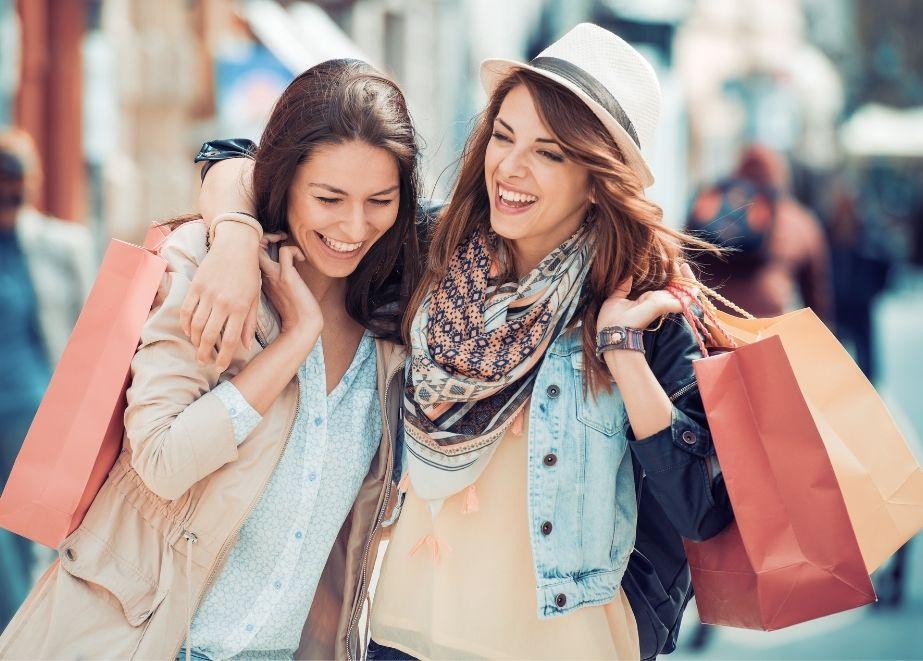 Vier von fünf Deutschen sind sehnsüchtig nach Einkaufsstraßen und dem echten Einkaufserlebnis.