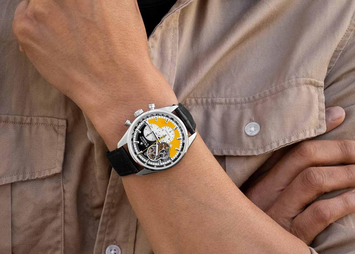 Für den perfekten Genuss wird jede Uhr mit fünf ausgewählten Cohiba Zigarren geliefert, die in einer exklusiven Porzellandose mit Co-Branding präsentiert werden.
