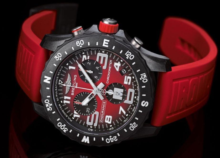 Das 44-mm-Uhrengehäuse besteht aus Breitlight®, einem Material, das 3,3-mal leichter als Titan und 5,8 mal leichter als Stahl, gleichzeitig aber deutlich härter ist.