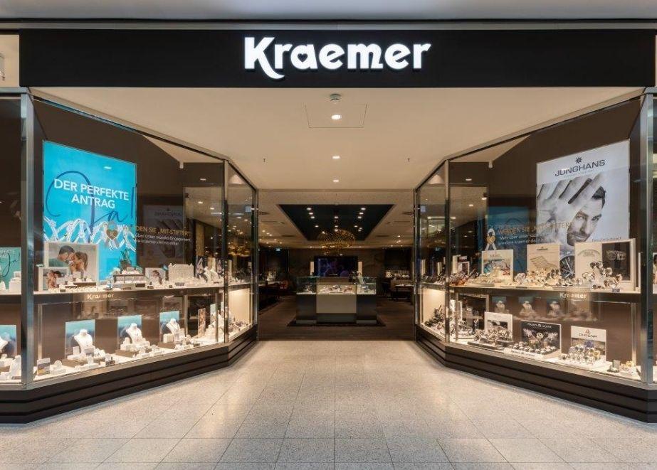 Groß: Auf 250 Quadratmetern wird sich Juwelier Kraemer in Regensburg repräsentieren. Schmuck, Uhren und vor allem Service (!) steht am neuen Standort im Fokus, berichtet Roland Kaulfuß, Geschäftsführer der Kraemer-Gruppe.