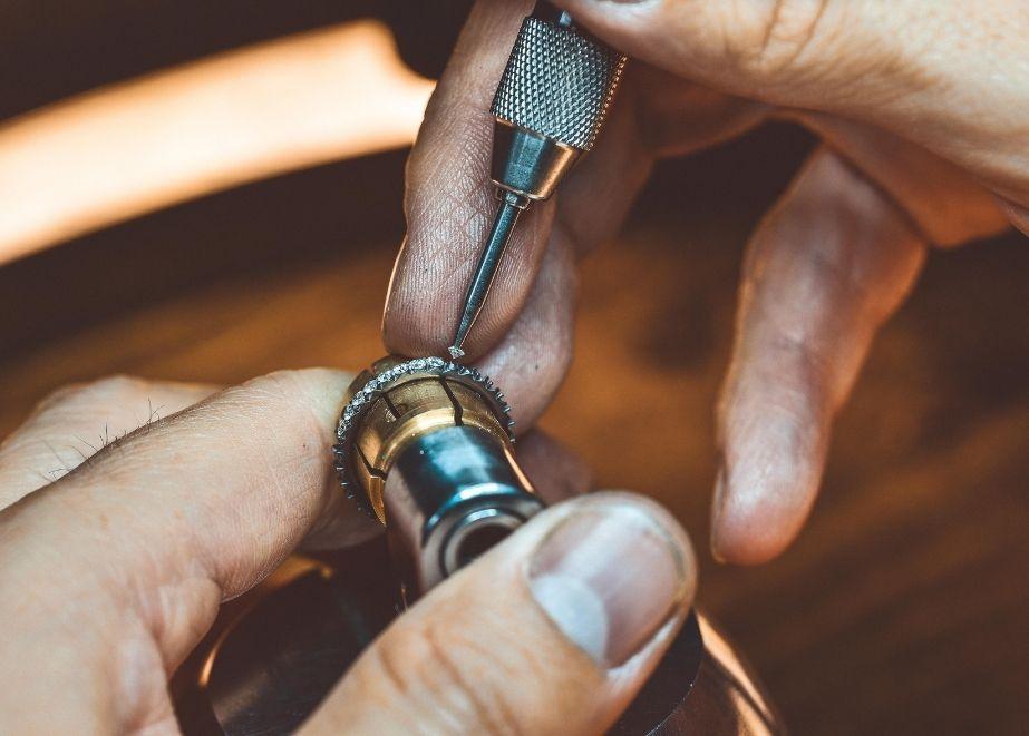 """Tantalum Trauringe mit Sitz in Magdeburg bietet nicht nur handgefertigte Unikate aus reinem Tantal 999 """"Made in Germany"""" an, sondern eine echte Partnerschaft mit Mehrwert für seine Juweliere."""