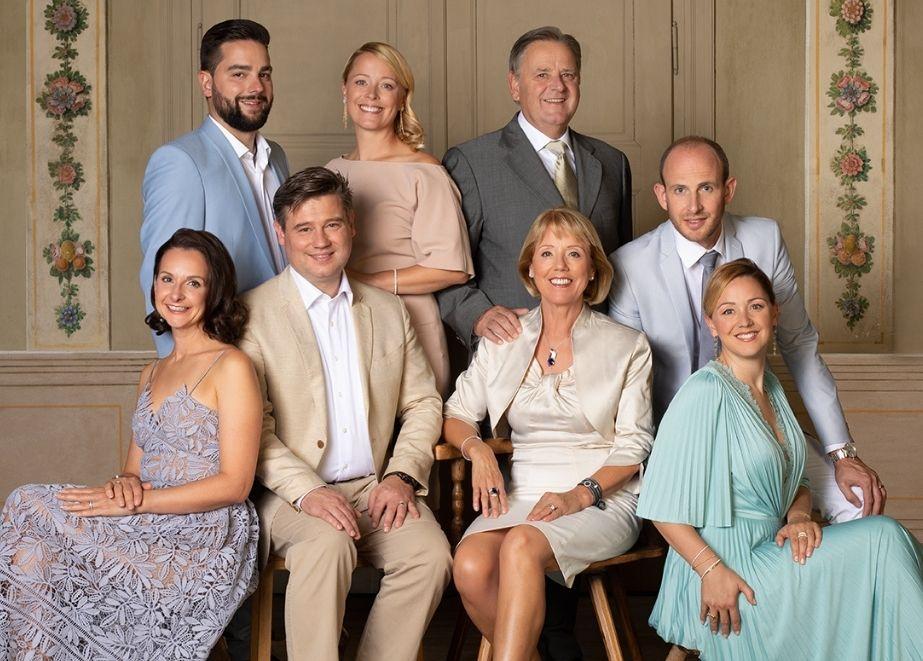 Tiroler Goldschmiede: Eine starke Familie! Alle vier Kinder der Familie Gamper, sowie drei Schwiegerkinder, arbeiten mit.