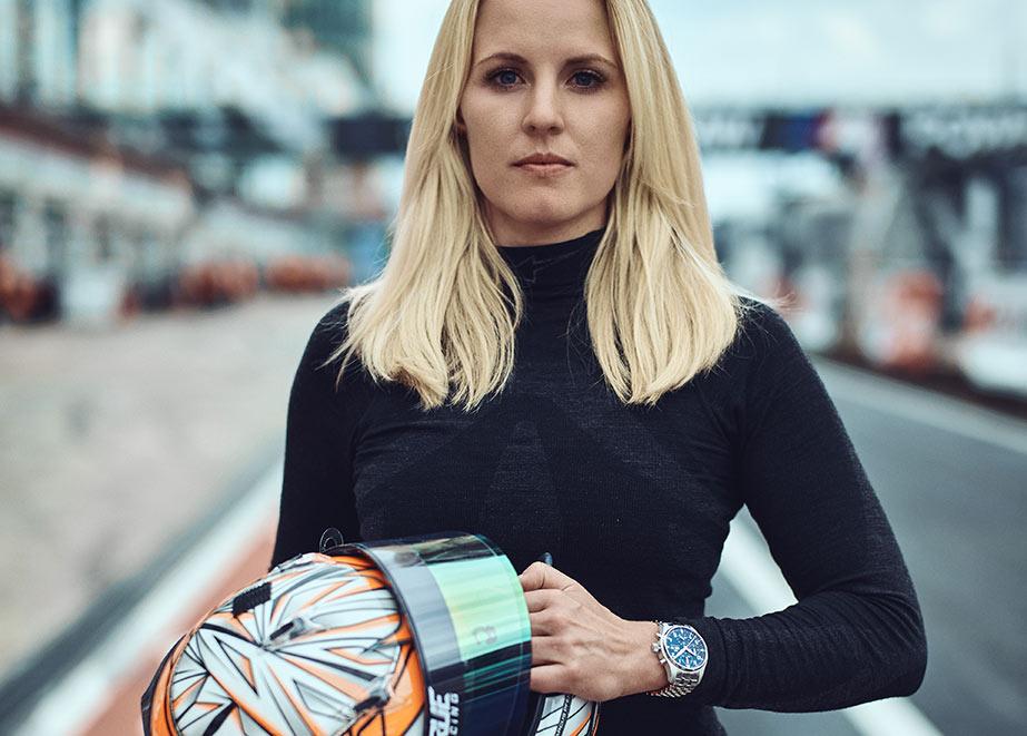 Als neue Freundin der Marke IWC reiht sich Laura Kraihamer in die IWC-Rennfahrerfamilie ein.