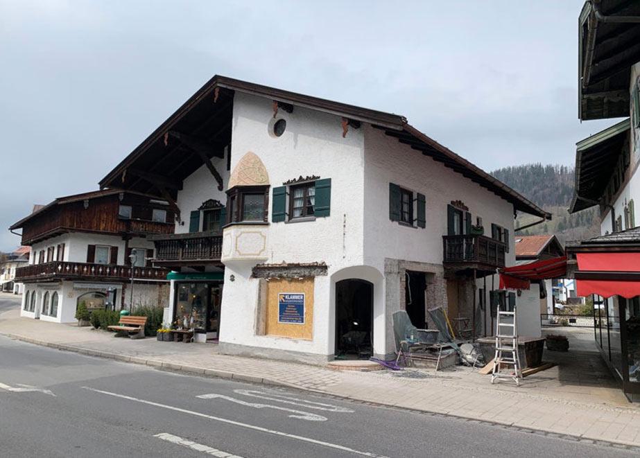 In diesem idyllischen Häuschen in der Seestraße 2 in Rottach-Egern wird das Geschäft eröffnet. (Foto: Gamper)