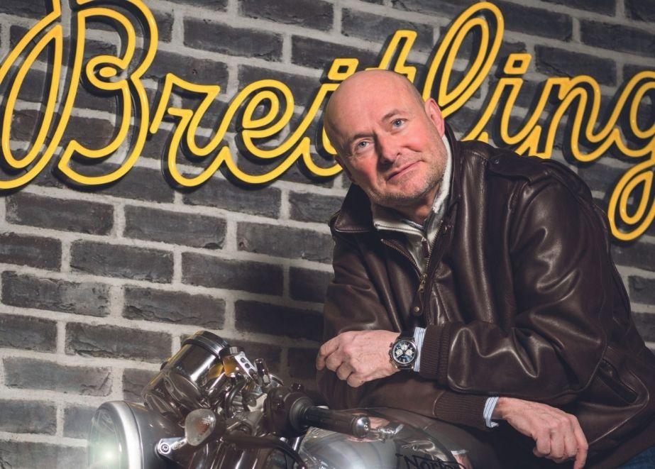 Die Kooperation mit Tirumph ist nicht der erste Ausflug von Breitling in die Welt der Motorräder. Bereits 2018 kooperierte die Marke mit Norton Motorcycles. Hier im Bild: CEO Georges Kern auf einer Norton.