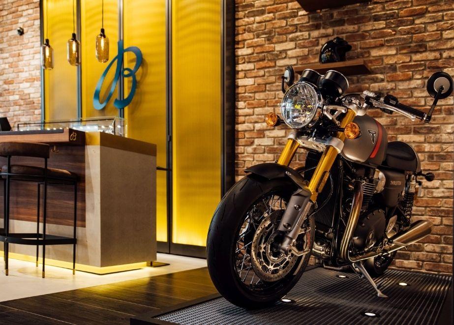 Im Rahmen der spannenden Partnerschaft werden Breitling und Triumph an zwei besonderen Editionen zusammenarbeiten: einer Uhr und einem Motorrad.