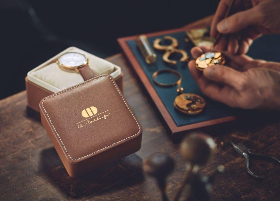 Ch. Dahlinger steht seit genau 150 Jahren für qualitativ hochwertige Verpackungen der Schmuck- und Uhrenindustrie. Am 6. Juli 1871 wurde das Unternehmen gegründet.