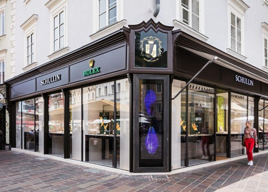 An der Adresse Kramergasse 12 befindet sich nicht nur das neue, vergrößerte Juweliergeschäft von Schullin sondern auch Klagenfurts Rolex Boutique.