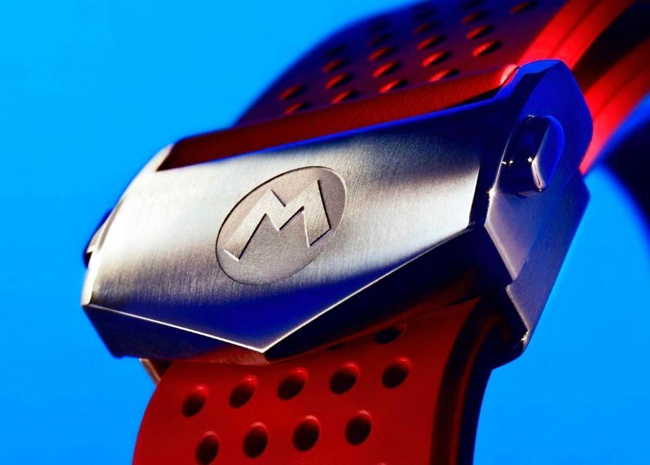 Das M-Symbol von Mario ist in die Armbandschliessen und in die Krone graviert.