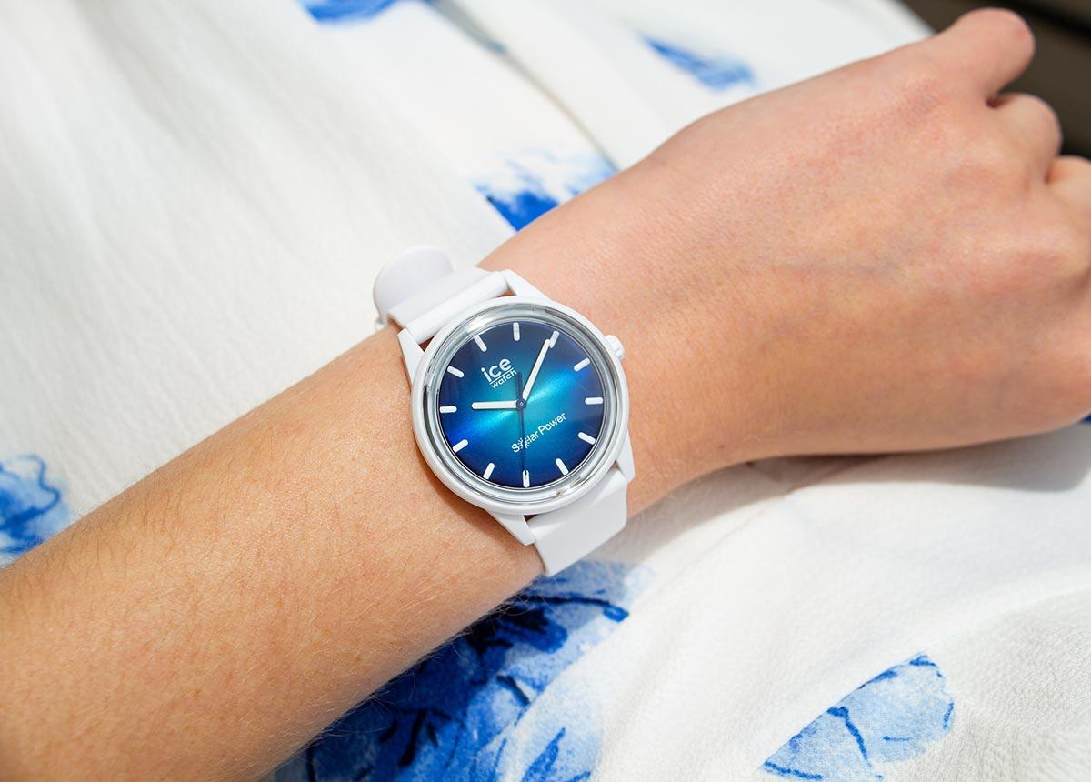 "Die ICE solar power ""Abyss"". Das Modell gibt es wahlweise mit fein gewebtem Mesh-Armband oder mit glattem Silikonarmband."